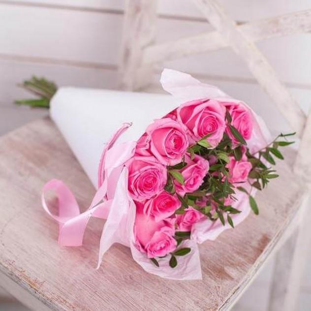 9 роз в крафт-конусе