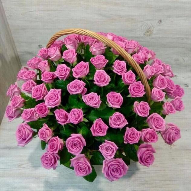 Корзина из 101 розовой розы