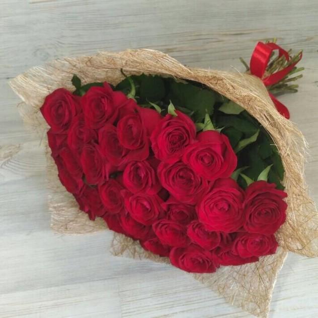 29 красных роз в сизали