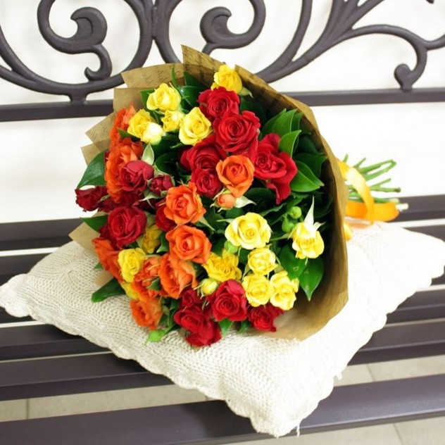 11 кустовых роз МИКС