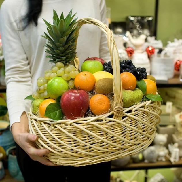 Корзина фруктовая с ананасом 7 кг